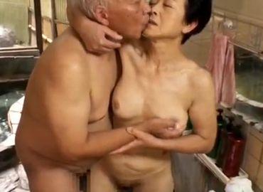 全裸で愛し合う高齢夫婦